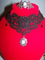 Conjunto que recibirá Laguna de Anilina (Girlie Art) Tags: rose goth rosa cameo artesanía pulsera chocker encaje bisutería camafeo girlieart lacetrimming pasamanería gothicchocker