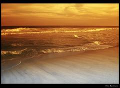 Texturas Naturais / Natural Textures (Fla Barbieri (Cokin Girl)) Tags: sunset sea praia beach mar nikon prdosol reflexions cokin firstquality mywinners abigfave cameradeourobrasil infinestyle d40x p125f betterthangood poseidonsdance