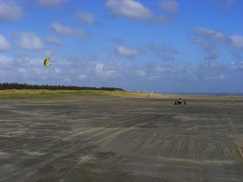 Kitebuggy am Strand - nur eine Möglichkeit, sich auf Römö an der Wasserkante fortzubewegen.