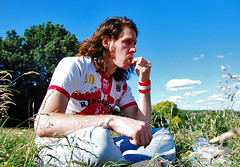 Day 176/365 5 July 2008: Strawberries In The Heath (Mister J Photography) Tags: selfportrait london strawberries heath hampstead 365days 10secondtimer