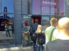 iPhone 3G queue in Finland