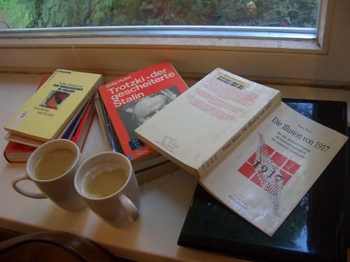 Haschmilchkaffee und Nachmittagslektüre