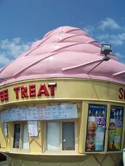 Twistee Treat (lucindalunacy) Tags: philadelphia giant icecream twisteetreat