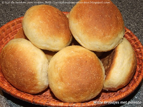 Witte broodjes met polenta