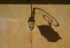 @ (the bbp) Tags: shadow france streetlamp ombra provence francia antibes lampione provenza chiocciola thebbp colorphotoaward wowiekazowie