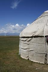 slaapplaats aan son kul (cienjaal) Tags: regenboog portretten bergen michiel reizen kleur vlees cien landschappen scoubidou kirgistan schelkens sonkul centraalazie