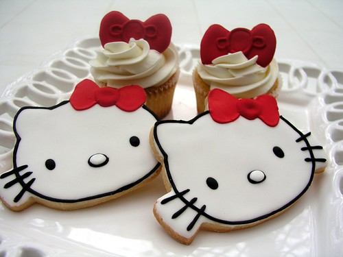 Hello Kitty Cookies & Cupcakes