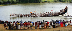 Vallamkali (* Jerry *) Tags: people panorama india race umbrella river boat snake crowd kerala indians onam mund aranmula ayroor vallam vallamkali