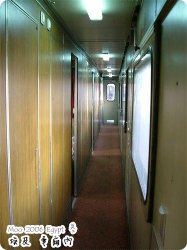 火車車廂走廊-1