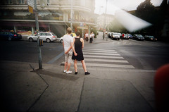 Grab it, yay (Christian Pitschl) Tags: camera color film 35mm toy aperture slim kodak small wide picture wideangle iso plastic 400 and f22 mm asa 135 vivitar f11 ultra vr 1125 plastik weitwinkel 24x36 1122mm 1125s kleinbild f22mm