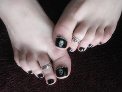 skullies..... (*Kristene) Tags: two feet home thanks skulls for toes year rings ps them 365 friday niki sending kristene futab