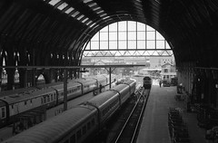 London Kings Cross 31st December 1975 (loose_grip_99) Tags: city railroad england london station train blackwhite diesel noiretblanc railway 1975 kingscross gnr trainshed blancinegre deltic lner dmu ecml class47