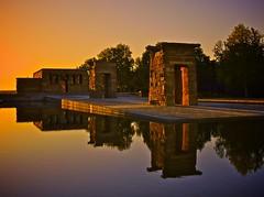 Luz del Nilo / Nile's light (hiskinho) Tags: sunset sky tree water arbol atardecer temple reflex agua wasser ciel cielo reflejo ocaso templo debod templodedebod photowalkxfmadrid
