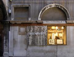 carlo scarpa, olivetti showroom, venice 1957-58