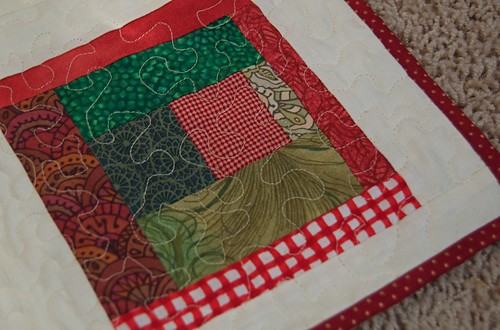 Quilted tree skirt detail