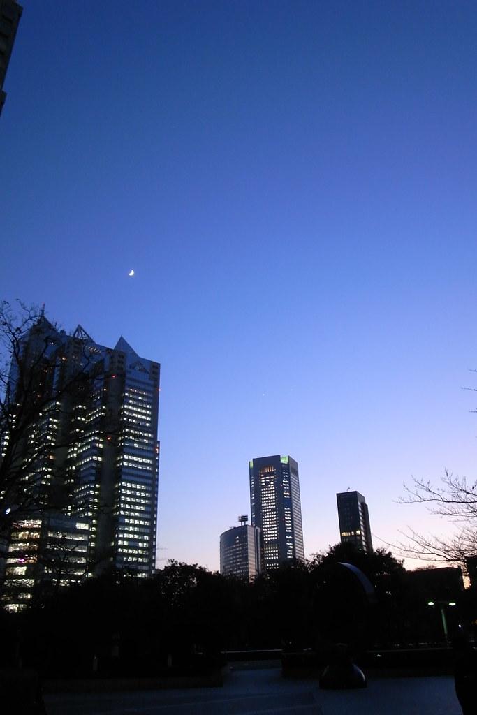 新宿の逢魔ヶ刻
