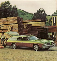 1974 Oldsmobile Vista Cruiser (mark_potter_2000) Tags: 1974 engine rocket v8 olds oldsmobile stationwagon cutlass vistacruiser cutlasssupreme 350v8 gmabody 455v8 woodgraintrim