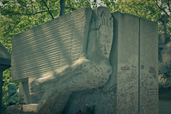 A kiss may ruin a human life. (ric Le Tutour) Tags: paris oscar wilde pere lachaise cimetiere sepulture necrophilie