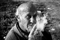 Sndrome (Perolo Orero - www.orerofotografia.com -) Tags: old fab portrait bw espaa white man men valencia face spain nikon skin retrato smoke cara oldman bn smoking frame fumar humo abuelos cigarrette canas cigarro piel petanca orero d80 marxalenes anawesomeshot aplusphoto nikon175528gdx