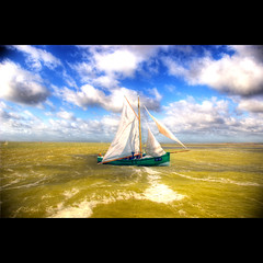 O barquinho (Dimitri Depaepe) Tags: sea sky clouds boat bravo hdr firstquality bisous infinestyle masterofclouds photoexel