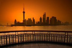 Flash Gordon (cuellar) Tags: china orange sun sol water silhouette rio skyline sunrise river contraluz geotagged agua asia shanghai nightshot cuellar pudong naranja skycrapers pearltower rascacielos huangpo ultimateshot diamondclassphotographer flickrdiamond geo:lat=31237302 geo:lon=121486634