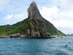 Morro do Pico - Fernando de Noronha (andreinvs) Tags: ocean sea brazil praia beach nature brasil canon landscape mar is day cloudy pico fernando volcanic fernandodenoronha morro oceano noronha a570