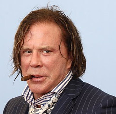 Mickey ROURKE (detengase) Tags: portrait cinema male celebrity film canon movie stars eos glamour kino cigar smoking hollywood actor paparazzi celebrities venezia mostradelcinema rourke mickeyrourke moviestars venicefilmfestival thewrestler