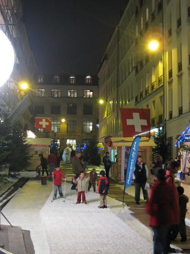 Une animation du vieux Campeur Rue de Latran dans le 5eme : piste de ski et chalets en bois.