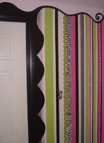 Closet door w/Stripe Wall (part 2)