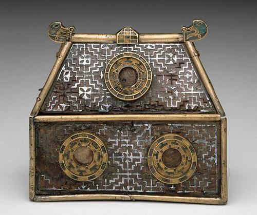 006- Relicario Emly-Irlanda- finales s.VII- Hueco grabado- esmalte sobre madera de tejo con molduras de bronce-© 2009 Museum of Fine Arts, Boston
