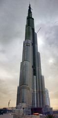 Burj Dubai (sminky_pinky100 (In and Out)) Tags: travel building tourism architecture high dubai uae huge unfinished incredible buildingsite highest tup burjdubai megastructure kartpostal bej mywinners abigfave omot citrit theunforgettablepictures eyejewel betterthangood tallestintheworld