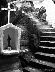 Shrine and stairs (Curiouser*Curiouser) Tags: vacation blackandwhite bw l