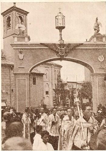 Plaza de San Vicente en un Corpus (Años 50)