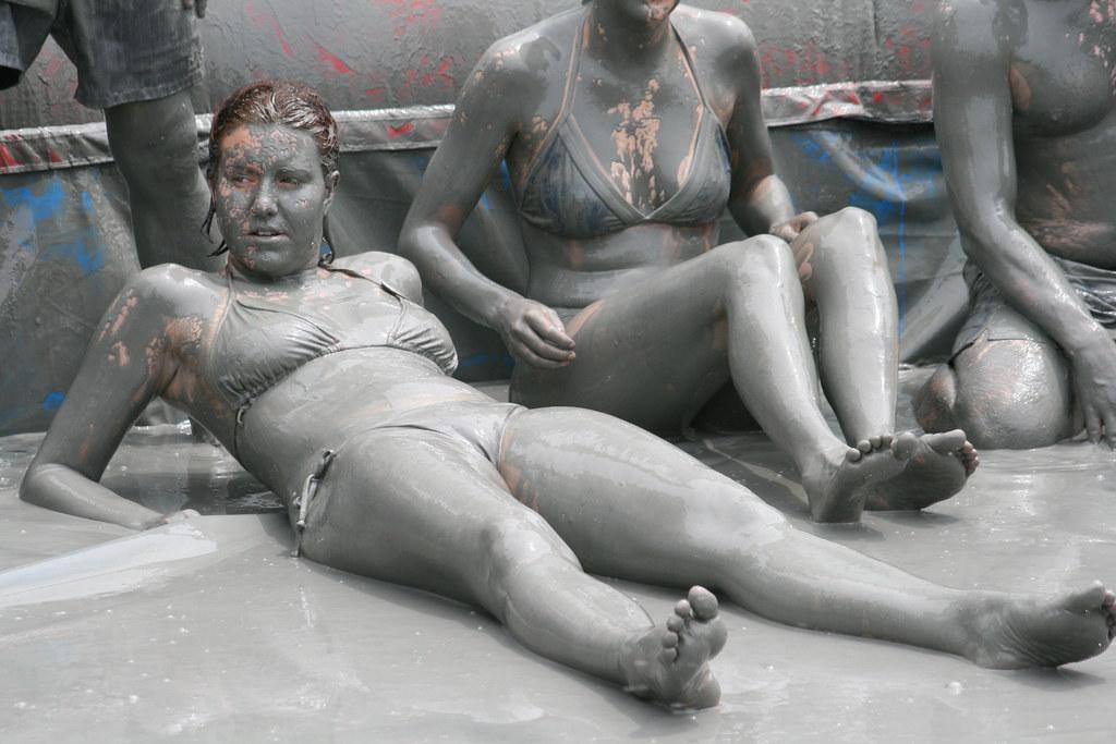 Dirty girls in bikini