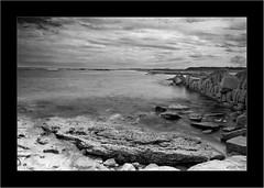 Kingsbarns, Fife (Jim Gove) Tags: bw white seascape black landscape scotland nikon fife kingsbarns d80