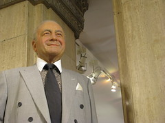 Mohamed Al-Fayed greets guests at Harrods in Knightsbridge (Ducklover Bonnie) Tags: england london harrods mohamedalfayed bonnieshulman img7356