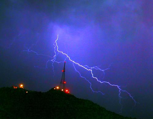Vendredi c'est la panique: picture Temple, Tower and Thor by danielbroche