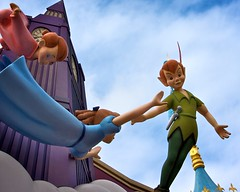 Magic Kingdom - Peter Pan's Flight (Matt Pasant) Tags: england canon flying tinkerbell wed bigben peterpan queue mickeymouse wdw waltdisneyworld themepark mgmstudios magickingdom fantasyland waltdisney lostboys wdi lakebuenavista imagineering peterpansflight 40d yearofamilliondreams disneyphotochallengewinner