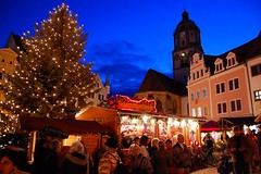 Christmas Market in Meissen, Germany (Tobi_2008) Tags: city germany deutschland nightshot saxony christmasmarket weihnachtsmarkt sachsen stadt allemagne soe germania nachtaufnahme meissen blueribbonwinner bej abigfave ysplix theperfectphotographer goldstaraward