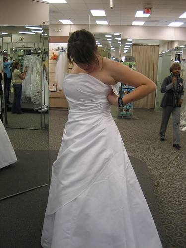 Wedding dress round 1: the favorite