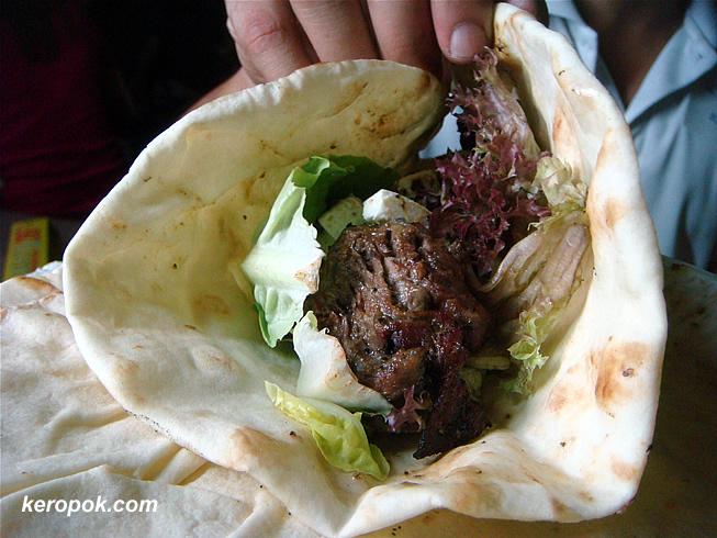 Pita with Roast Beef