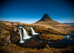 Night shot (li.) Tags: blue black cold ice church colors clouds dark waterfall iceland different cliffs capture kirkjufell kirkjur snfellsnes kirkja li fjll fjall grundarfjordur eyland dimmerinn lamyndir fjoll