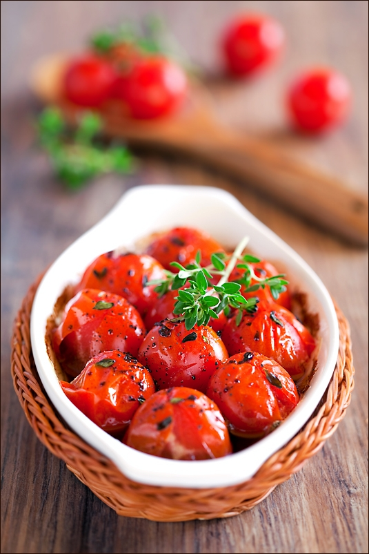 Roasted tomatoes with balsamic vinegar, honey and thyme