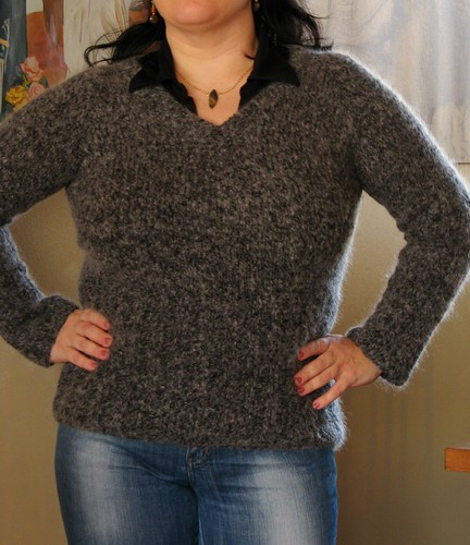 Cozy V-neck pullover (with deep ribbing)