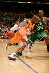 paul pierce putting kobe on lock