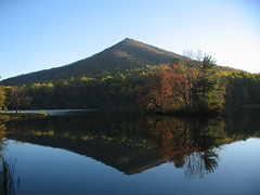 Abbott Lake, the island and Sharp Top (by: tennant24, creative commons license)