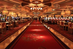 Wynn Casino (A Sutanto) Tags: city red usa america hotel lasvegas nevada casino nv tables wynn slots lv sincity slotmachines chandelliers
