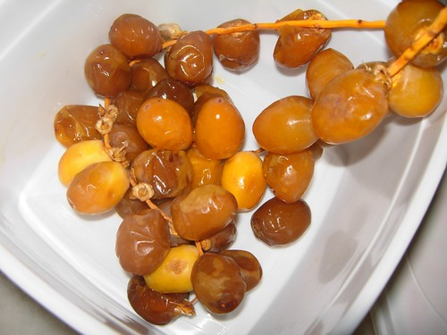 fresh dates buah kurma segar