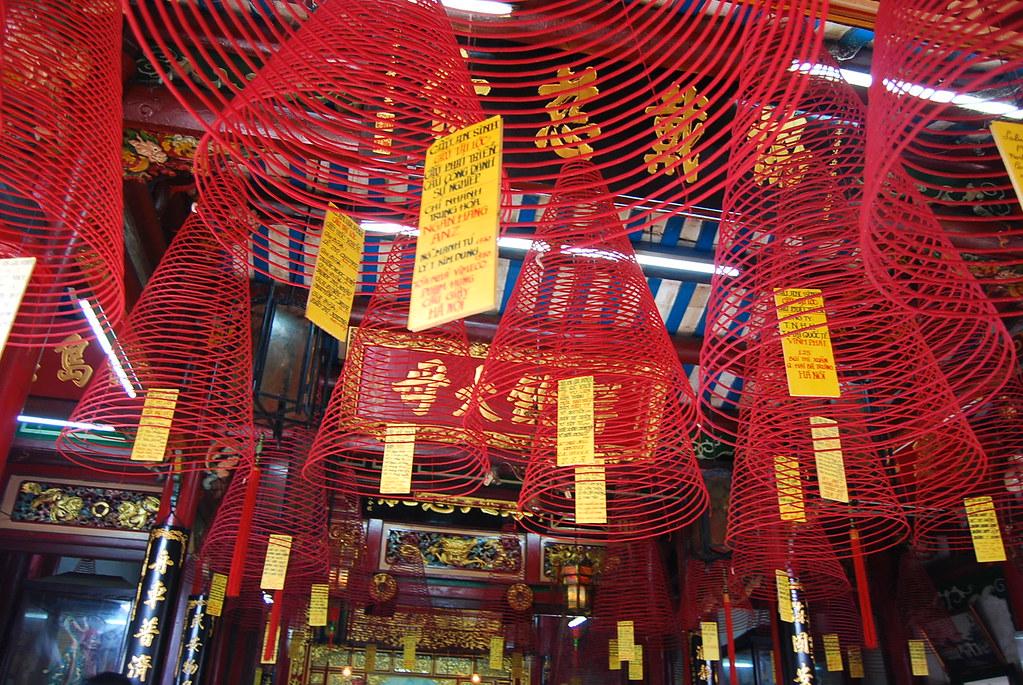 Incienso en un templo de Hoi An