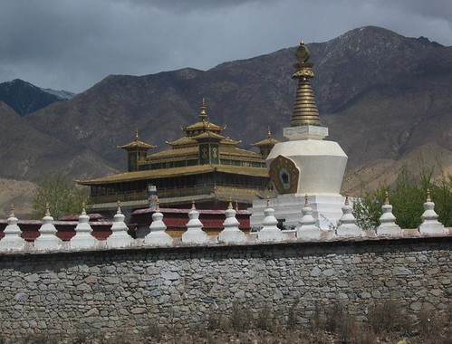 Entering_the_impressive_Samye_Monastery_through_its_protective_wall